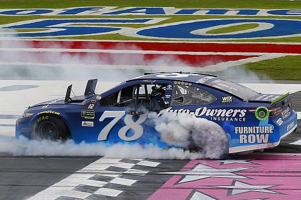NASCAR Cup Martin Truex superó adversidad y sumó su sexto triunfo de 2017
