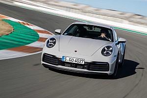Aceleramos o novo Porsche 911 na pista da MotoGP em Valência