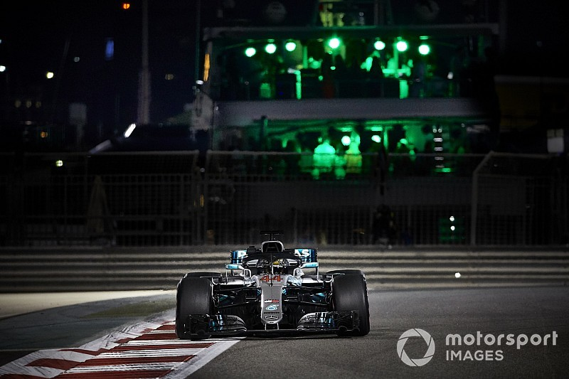 Hamilton se luce a una vuelta en Abu Dhabi: 11ª pole de 2018