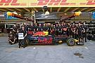 Шоу Red Bull: регбійна команда проти боліда