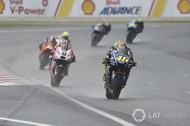"""Rossi fährt hinterher: Yamaha im Regen """"sehr gefährlich"""""""