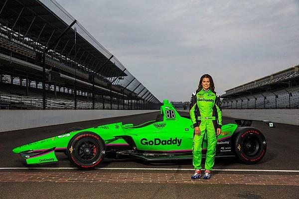 Danica Patrick revela pintura de carro para Indy 500