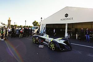 Roborace News Premiere: Fahrerloses Roborace-Auto erstmals auf der Rennstrecke