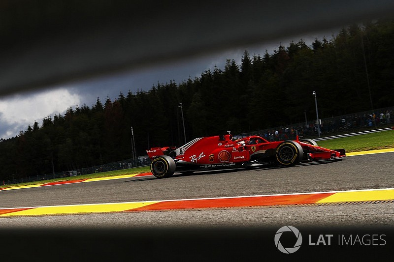 Räikkönen 0,7 Sekunden schneller: Vettel tappt im Dunkeln