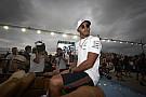 Hamilton beszólt rajongójának, aki szerint Vettel a jobb