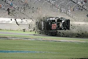 NASCAR Truck Fotostrecke Fotostrecke: Crash von Timothy Peters bei Truck-Rennen