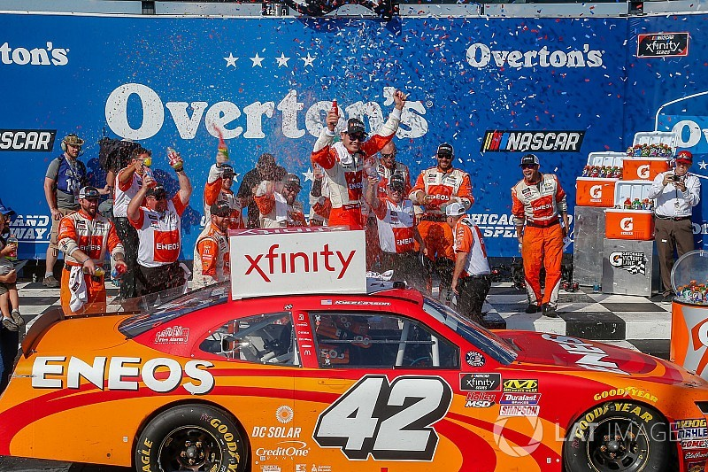 Kyle Larson goes from last to first for Xfinity win at Chicagoland