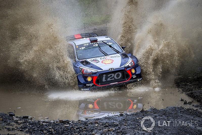Australia WRC: Neuville pulls clear on shortened afternoon loop