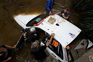 Автомобиль участника утонул на Ралли Австралия