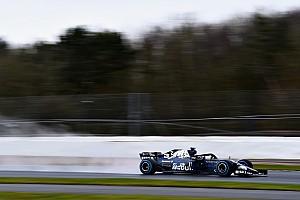 Daniel Ricciardo le pega al RB14