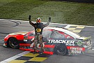 NASCAR Cup Martin Truex inarrestabile: vince anche in Kansas davanti a Kurt Busch