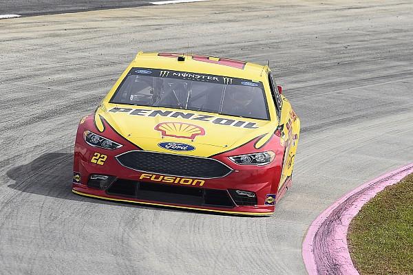NASCAR Cup Joey Logano gana la pole en Martinsville;  Truex saldrá en segundo