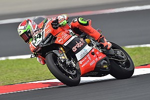World Superbike Practice report Davide Giugliano in 3rd place after the first day of practice in Donington