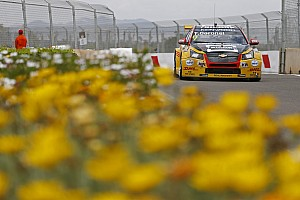 WTCC Race report Morocco WTCC: Coronel holds off Lopez to win amid carnage
