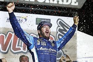 Monster Energy NASCAR Cup Yarış raporu Olaylı Kansas yarışının galibi Truex