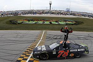 NASCAR Cup Rennbericht NASCAR in Chicago: Martin Truex Jr. triumphiert beim Playoff-Auftakt