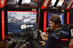 公式アーケードゲーム『SWDC』でスーパーGTドライバーが白熱バトル