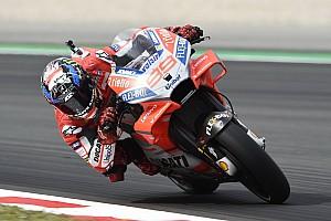 MotoGP Отчет о тренировке Лоренсо стал быстрейшим по итогам пятницы в Барселоне