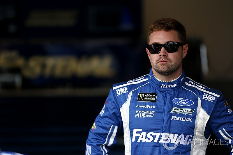 Stenhouse tops first Atlanta Cup practice over Larson and Wallace