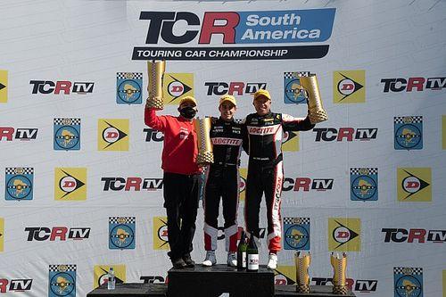 TCR South America: Digo Baptista e Tom Coronel vencem em Curitiba após largarem em penúltimo