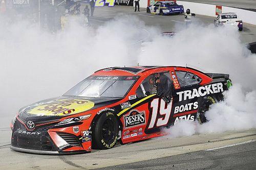 NASCAR Martinsville: Turbulentes Rennen endet mit Truex-Triumph