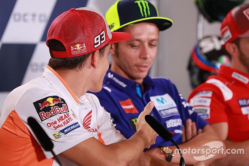 Valentino rifiuta la stretta di mano di Marquez: