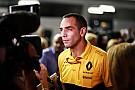 Формула 1 Renault возмутили жесткие контракты Mercedes с сотрудниками