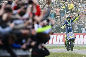 In beeld: De tien overwinningen van Rossi op Assen