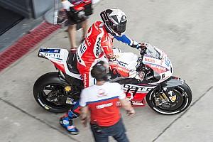 MotoGP Отчет о тренировке Реддинг показал лучшее время дождевой тренировки в Ассене