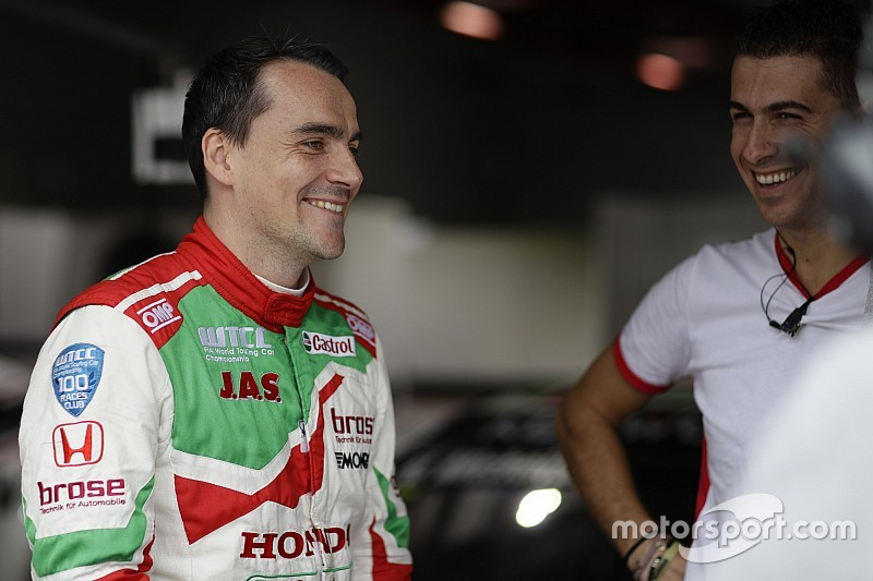 Macau WTCC: Michelisz leads Huff in first practice