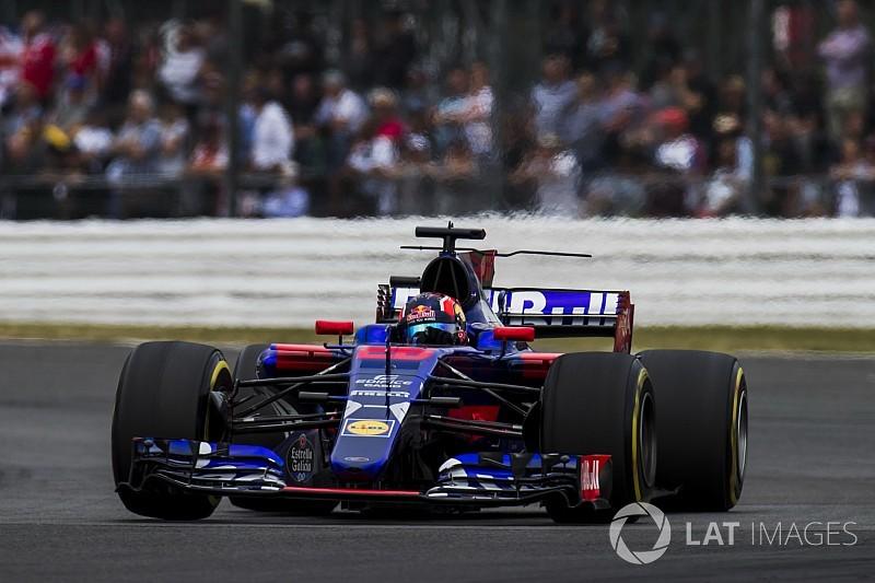 """Villeneuve cree que Kvyat debe quedarse en casa por su """"vergonzosa"""" situación"""