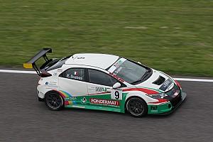TCR Italia Gara Scalvini coglie una strepitosa vittoria sotto il diluvio ad Adria