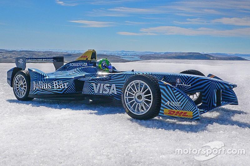 دي غراسي يقود سيارة فورمولا إي على الجليد في القطب الشمالي
