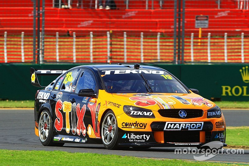 Australian V8 Supercars Between Nascar Sprint Cup Cars And Gt Cars