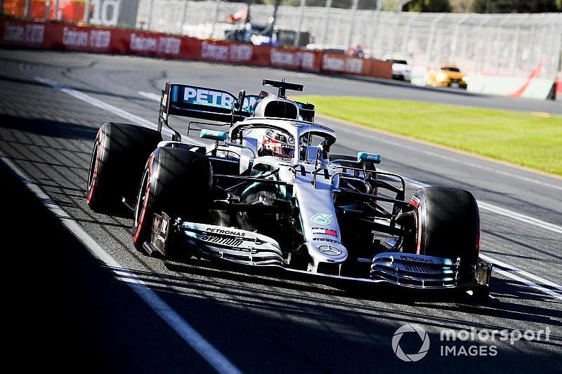 Hamilton blijft bovenaan in derde training Australië, negende tijd Verstappen