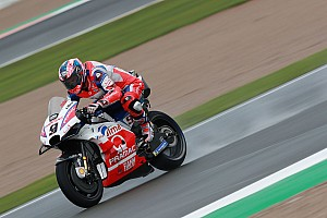 Petrucci aan kop in derde training Valencia, Rossi na crash richting Q1