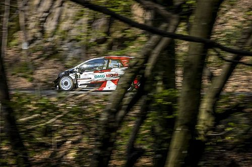 WRC: Ogier nie odpuszcza, Kajetanowicz atakuje