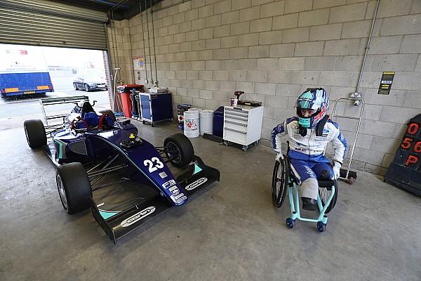 Monger realiza una prueba de un F3 con el equipo Carlin
