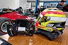 Super Formula GALERI: Seat fitting mobil Super Formula Rio Haryanto