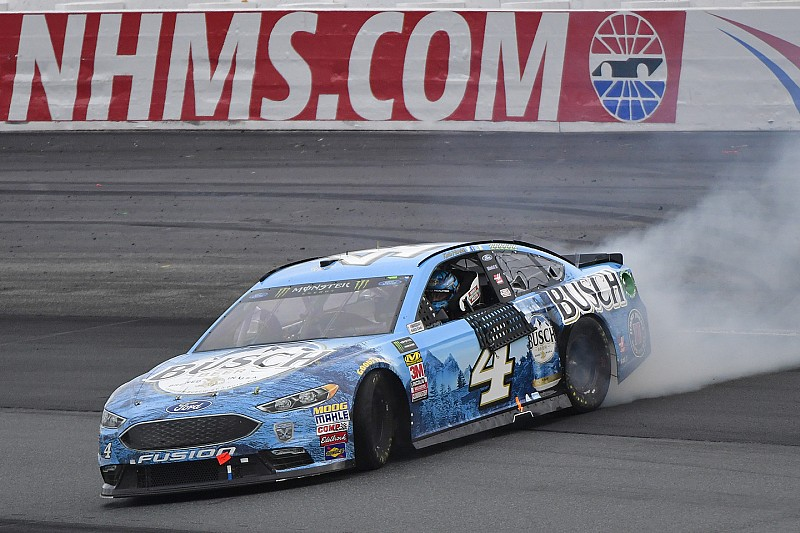 NASCAR in Loudon: Harvick bezwingt Kyle Busch per Bump-and-Run