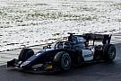 FIA F2 Halolu yeni nesil F2 araçları, karlı güne rağmen piste çıktı