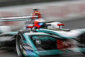 Формула E Новость Формула Е придумала игру, где можно гоняться с пилотами во время этапа