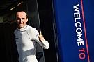 """""""Não estou guiando só com uma mão"""", avisa Kubica"""