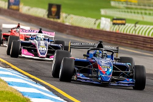 Sandown S5000: Golding wins confusing first heat