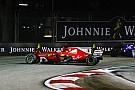 Egészen közelről Vettel Ferrarijának kiszakadt bal oldala