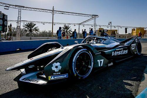 Fórmula E: De Vries lidera dobradinha da Mercedes no TL2 da Arábia