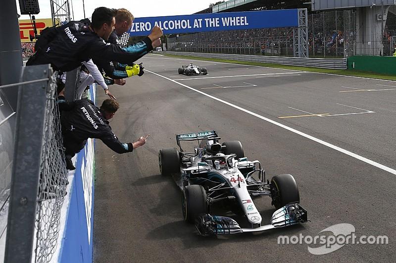 Hamilton verslaat Raikkonen voor zege in Italië, Verstappen vijfde na tijdstraf