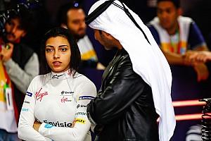 Fotogallery: tante ragazze al volante nei test di Formula E in Arabia Saudita