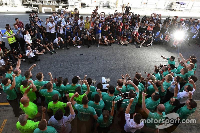 A fotós szemével: Hamilton és a Mercedes ünneplése