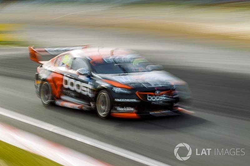Phillip Island Supercars: Courtney fastest in opening practice